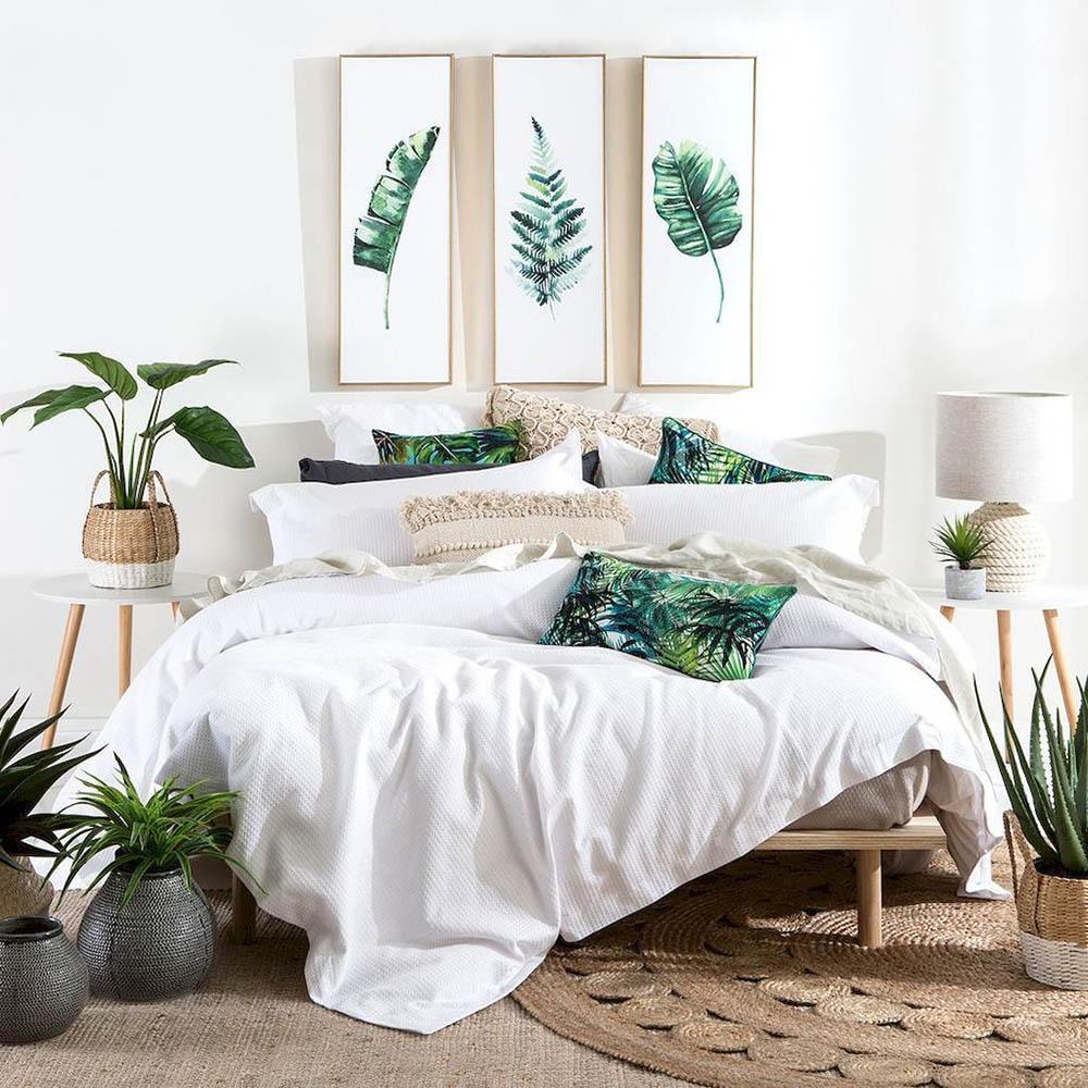 Nội thất phòng ngủ đầy thư giãn với cây xanh xung quanh
