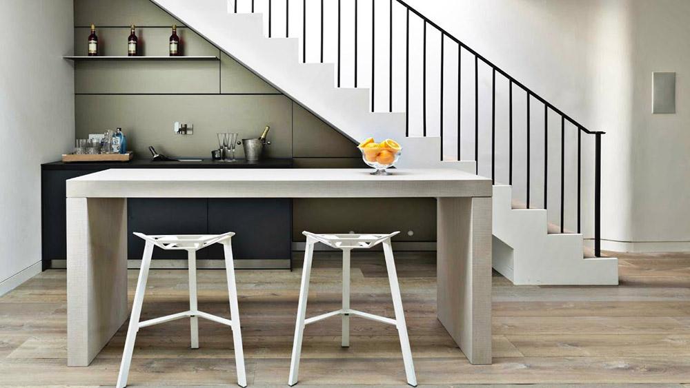 Vị trí đặt bếp sẽ bị đè nén khi đặt dưới cầu thang