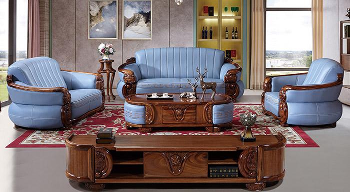 Bàn trà gỗ gõ đỏ được điêu khắc hoa văn đậm nét văn hóa châu Âu