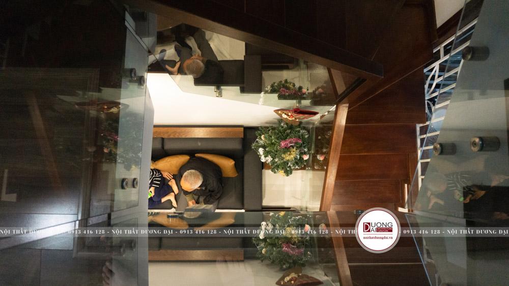 Thiết kế cầu thang hợp phong thủy với chất liệu gỗ cao cấp