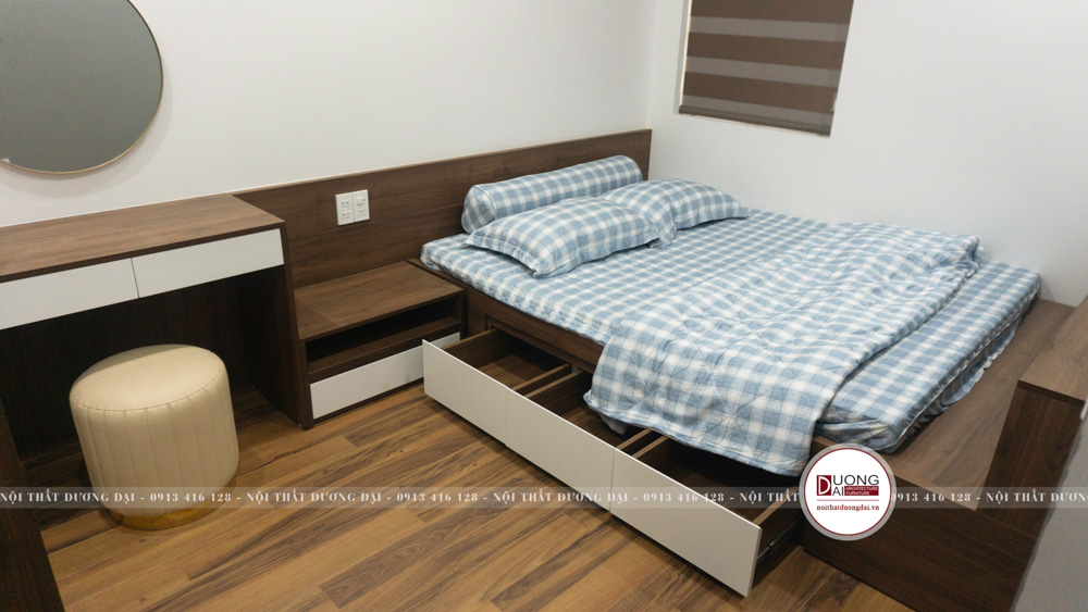 Căn phòng có giường chứa ngăn kéo