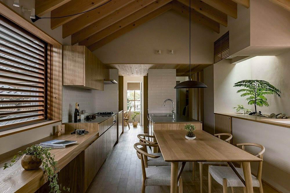Những đường vân gỗ tinh tế tôn lên nét đẹp của nội thất phòng bếp
