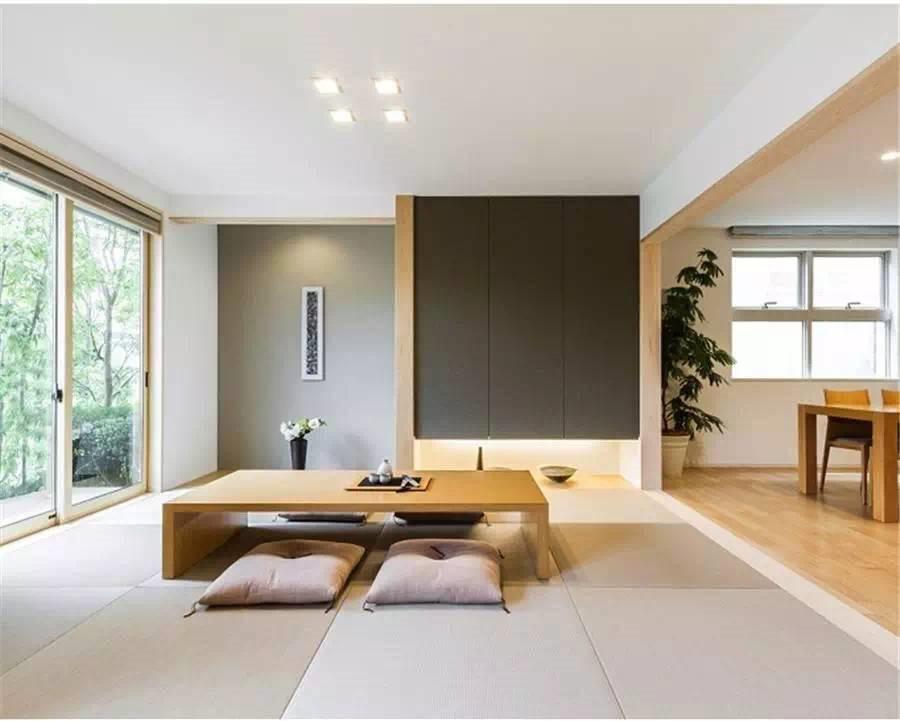 Trang trí phòng khách đơn giản với kệ nhỏ treo tường