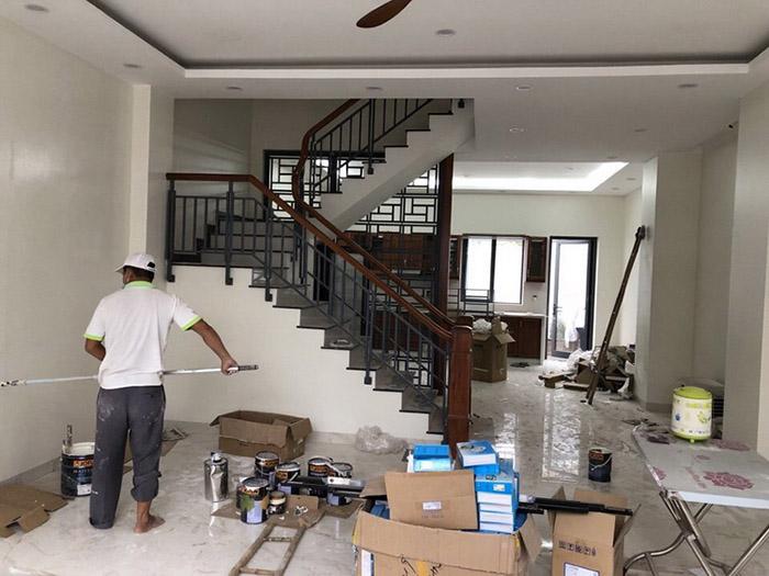 Sơn mới, làm trần nhà và bố trí nội thất đẹp chuẩn hiện đại