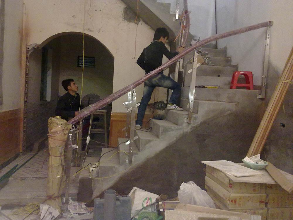 Cải tạo cầu thang vững chắc hơn và tối ưu diện tích