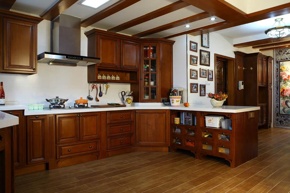Tủ bếp làm từ loại gỗ Lào với độ bền cao vượt trội