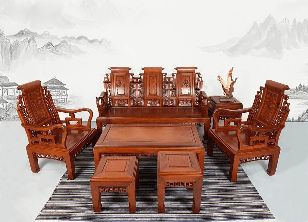 Bàn ghế gỗ với họa tiết tân cổ điển sang trọng uy nghi
