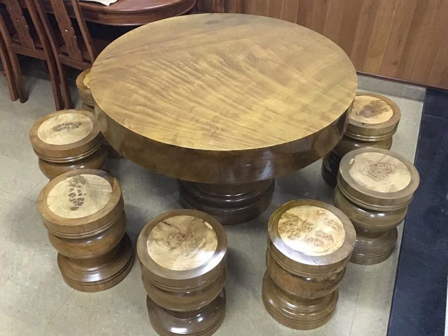 Bộ bàn ghế ăn đầy cuốn hút và sang trọng