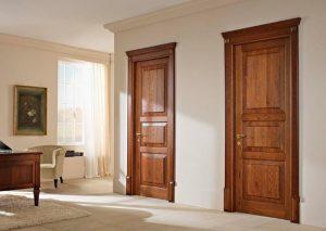 Thiết kế cửa phòng đẹp với màu nâu đỏ sang trọng cùng đường phào chỉ tân cổ