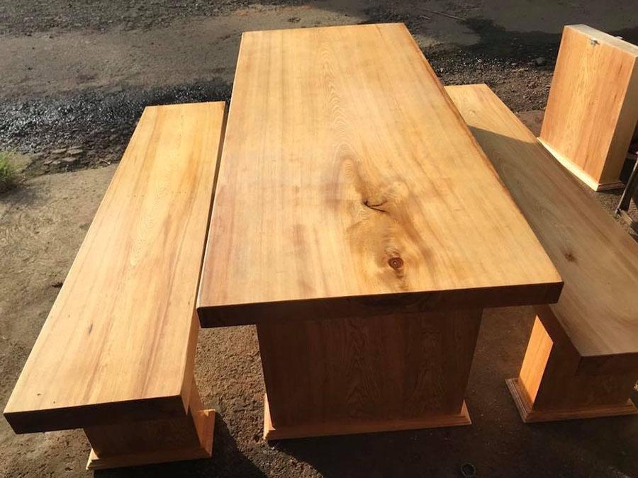 Loại gỗ này có đường vân đẹp và màu sắc sang trọng