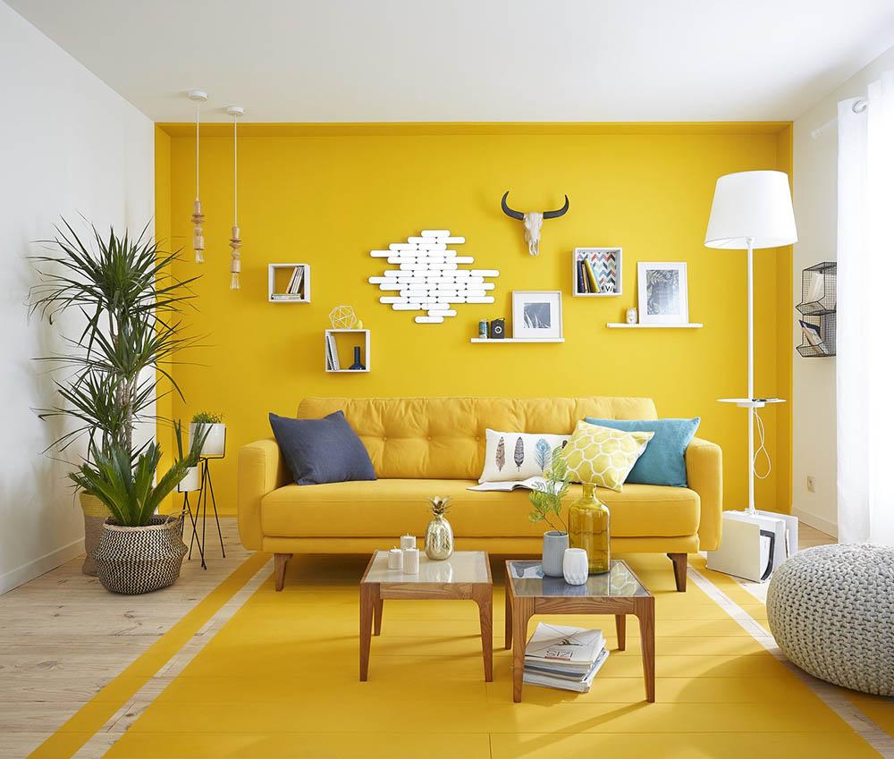 Sự kết hợp với màu ghi sáng giúp căn phòng dễ chịu và ấm áp hơn