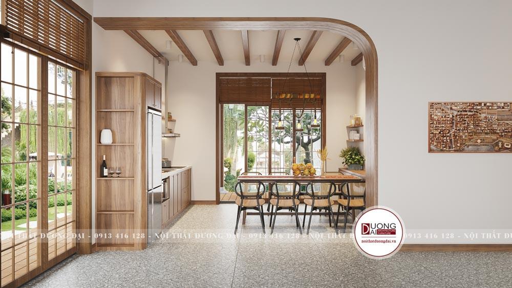Phòng bếp có không gian mở nhìn ra sân vườn xanh mát