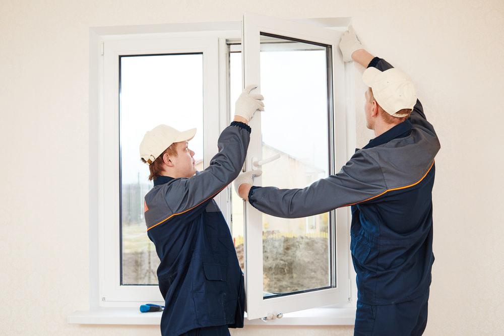 Mở cửa sổ kính lấy ánh sáng tự nhiên và đón gió vào phòng