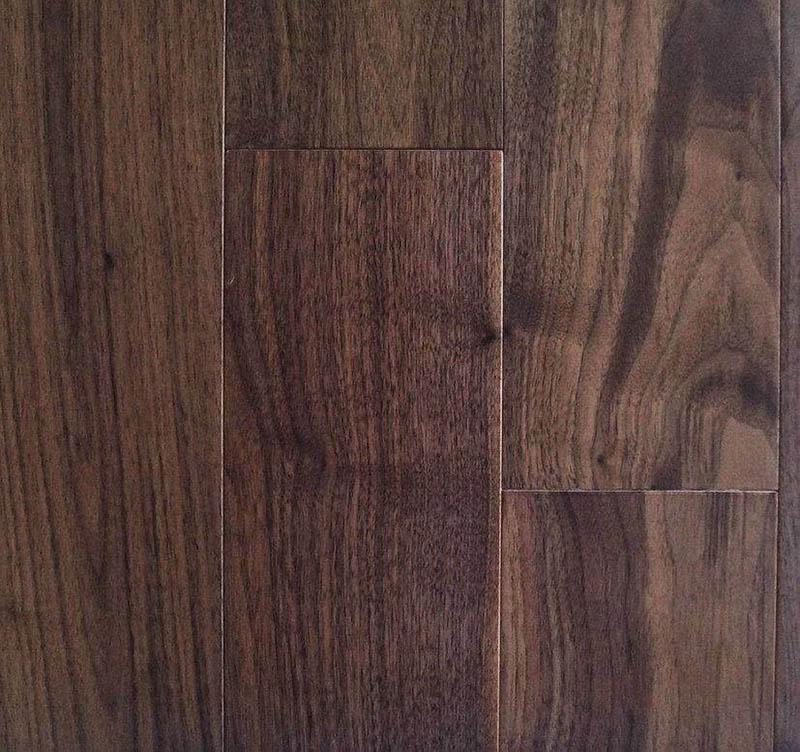 Loại gỗ nàu có màu nâu đậm gần đen với đường vân sắc nét