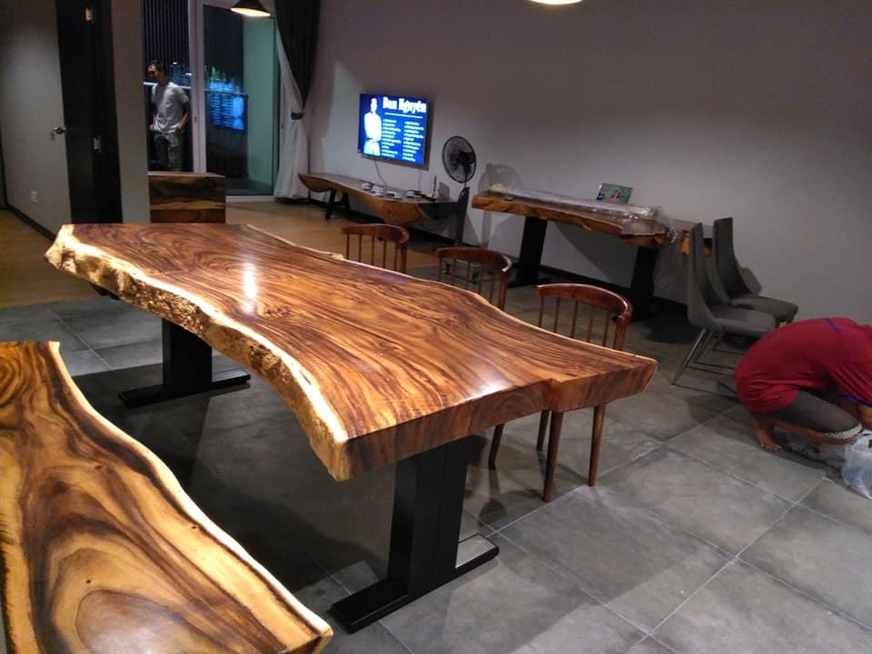 Đa số các mẫu bàn gỗ me tây đều là làm từ gỗ nguyên tấm