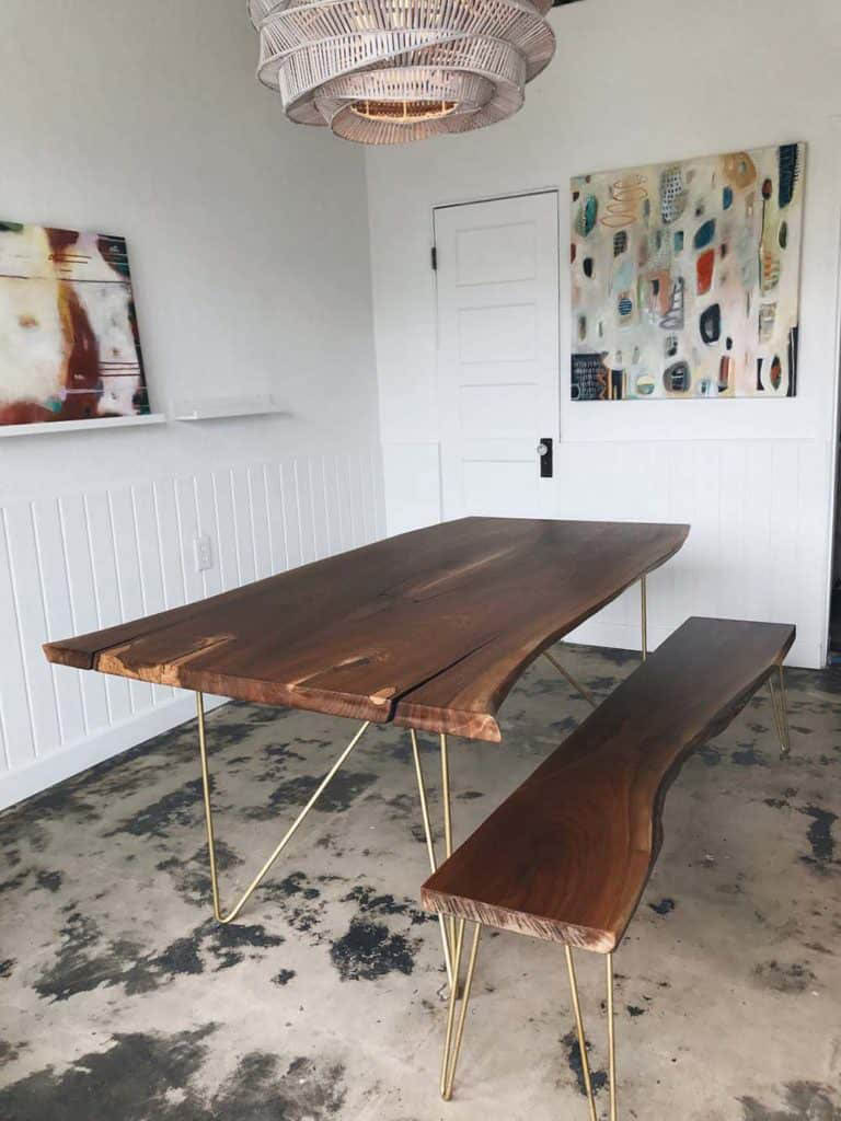 Mẫu bàn nhỏ gọn và trang nhã cho căn hộ diện tích nhỏ