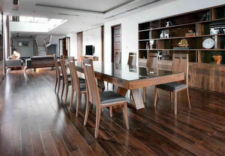 Thiết kế bàn ăn mặt kính nguyên tấm hiện đại