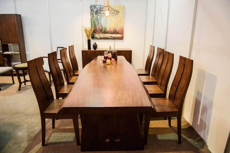 Phòng ăn thêm xa hoa hơn nhờ bàn ghế gỗ Walnut