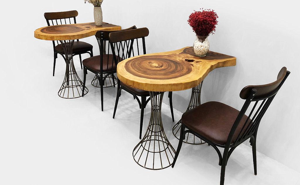 Mẫu bàn cafe được làm bằng gỗ me tây cực kỳ đa dạng