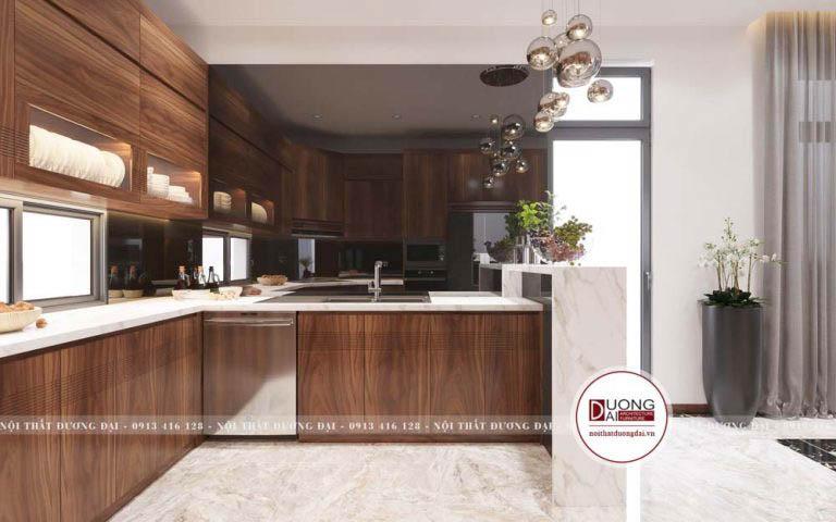 Tủ bếp có kích thước tiêu chuẩn, chiều cao chạm trần với nhiều ngăn đựng