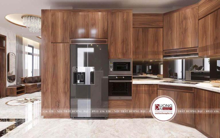 Tủ bếp được thiết kế thông minh với tủ lạnh và lò nướng âm tủ