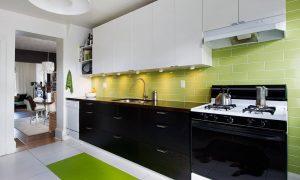 Tủ bếp màu đen sẽ giúp che giấu đi vết xước trên bề mặt