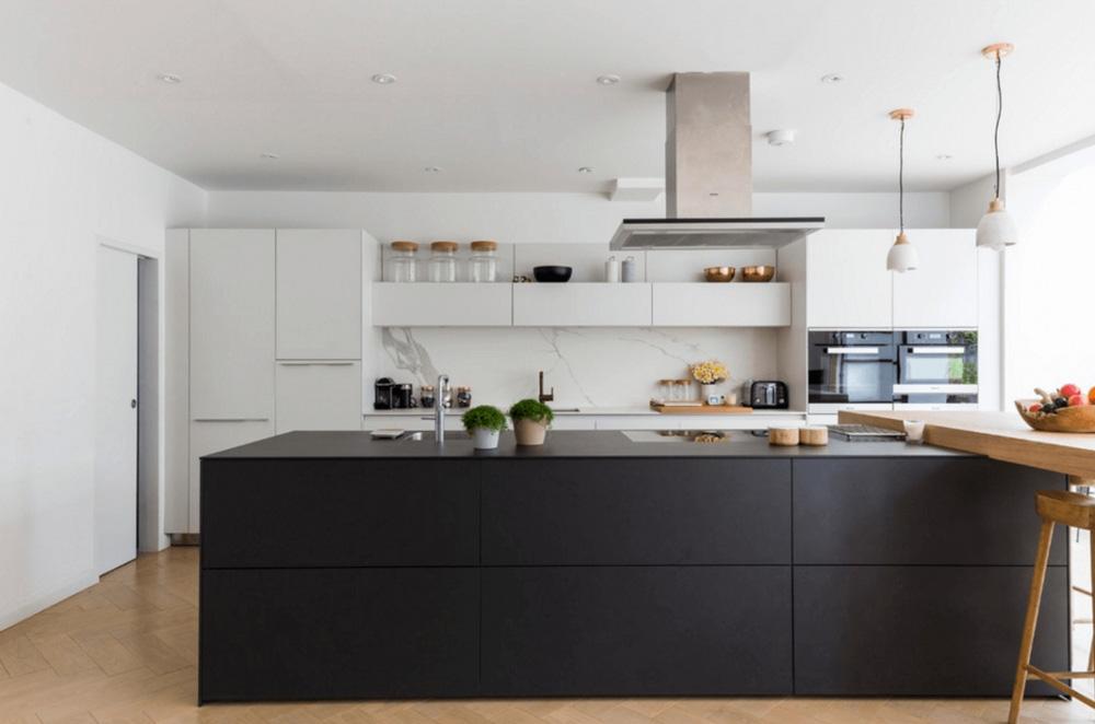 Tủ bếp màu đen hiện đại đơn giản