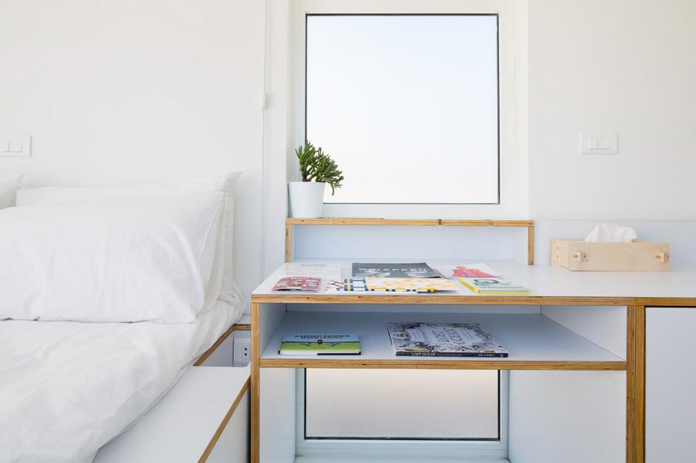 Sử dụng bàn nhỏ với nhiều ngăn đựng đồ