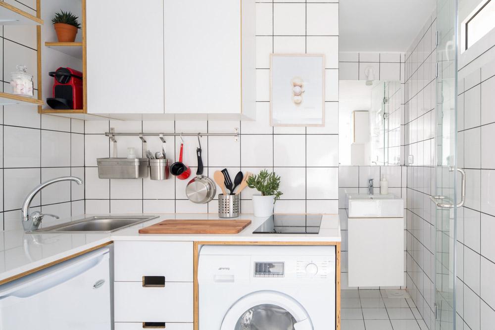 Căn bếp nhỏ gọn nhưng đầy đủ các vật dụng cần thiết