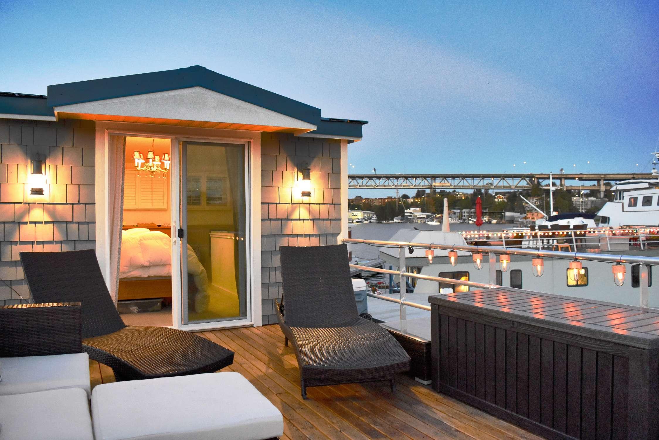 Căn phòng ngủ thoáng mát và hiện đại ngay trên sân thượng