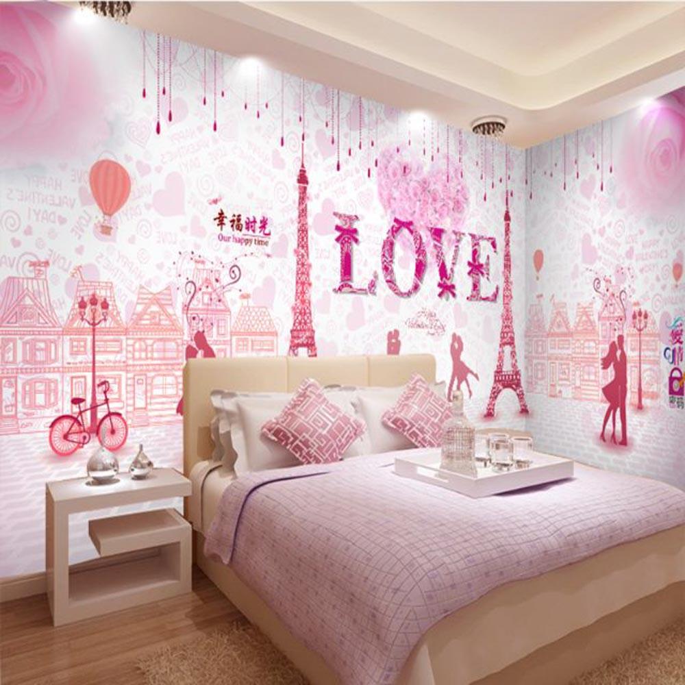 Giấy dán tường màu hồng cực kỳ thích hợp với những cô nàng cá tính nhẹ nhàng
