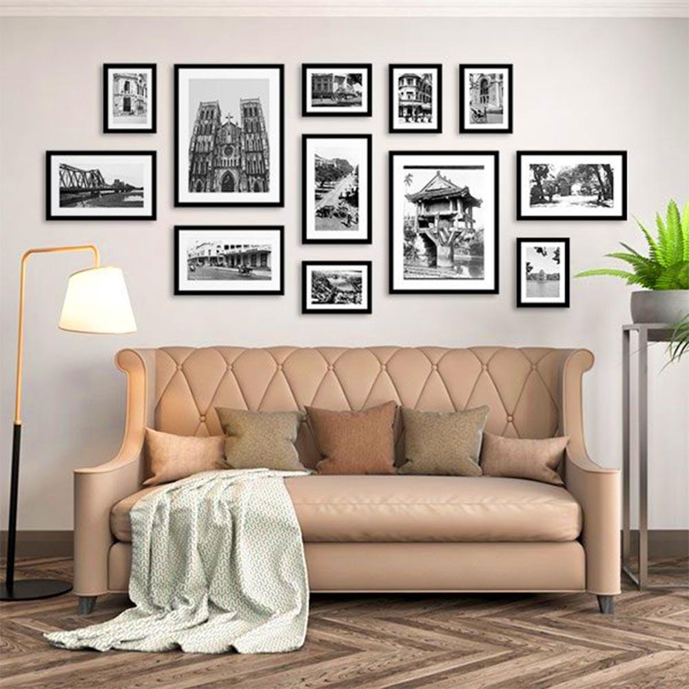 Tranh treo tường là một mẫu tranh được đóng khung và gắn lên tường bằng đinh để cố định