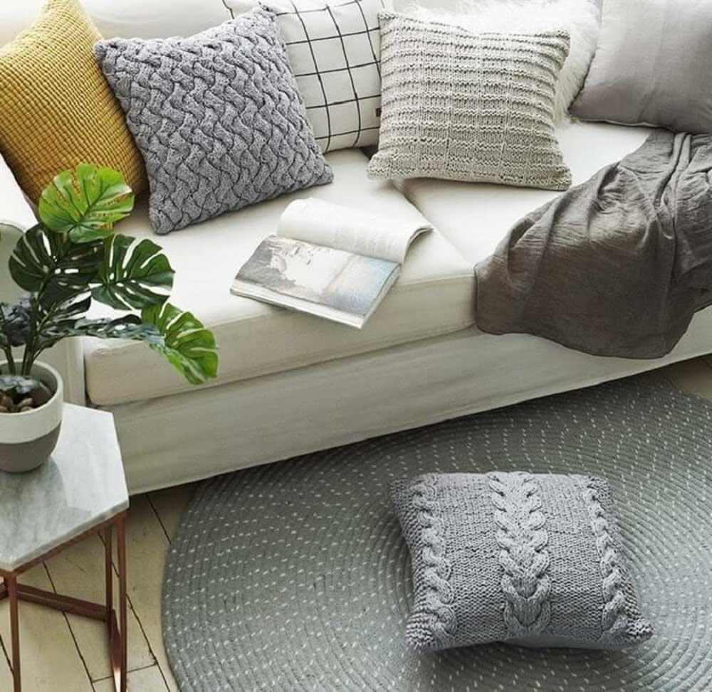 Đây là một trong những món đồ decor khá là rẻ và tạo được sự thoải mái, êm ái cho người ngồi.