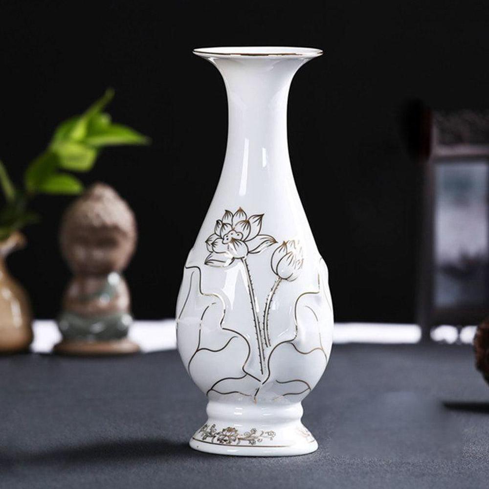 Lọ hoa trên bàn thờ cũng là một trong những vật thờ cực kỳ quan trọng