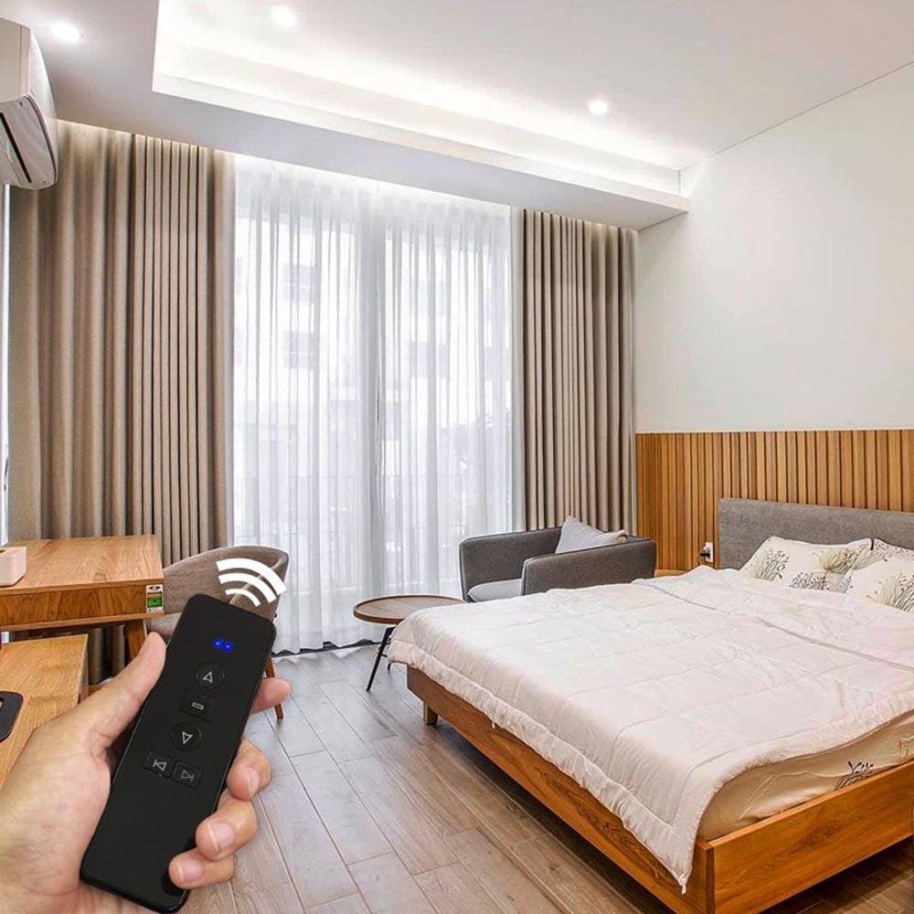 Rèm tự động cho cửa sổ phòng ngủ thêm phần hiện đại và tiện nghi