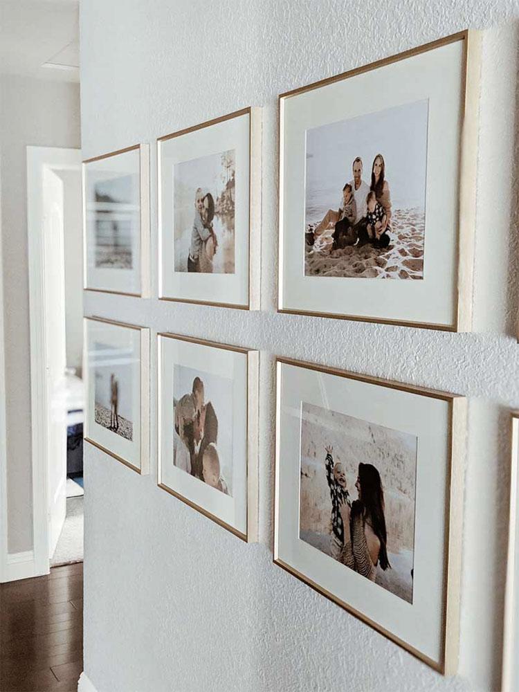 Treo tranh ảnh trong hành lang