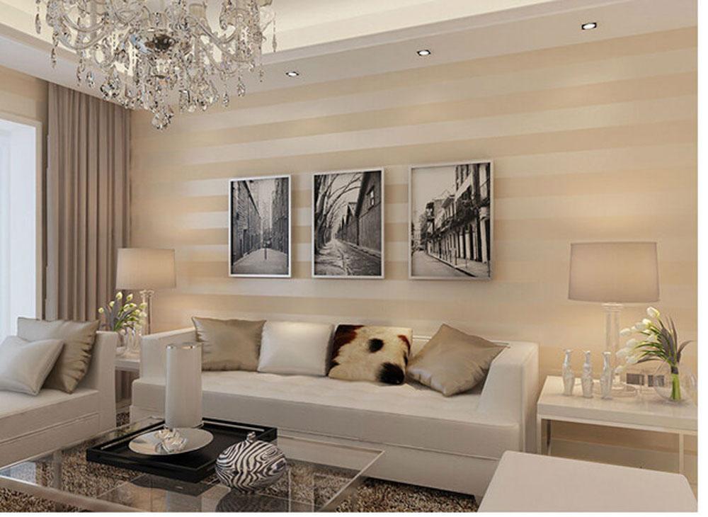 Với những căn phòng khách nhỏ thì nên ưu tiên hàng đầu là màu trơn một màu hoặc là họa tiết đơn giản nhất có thể