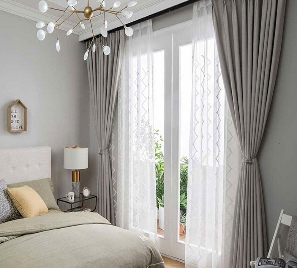 Hiện nay rất nhiều người yêu thích sản phẩm rèm vải 2 lớp cho phòng ngủ.