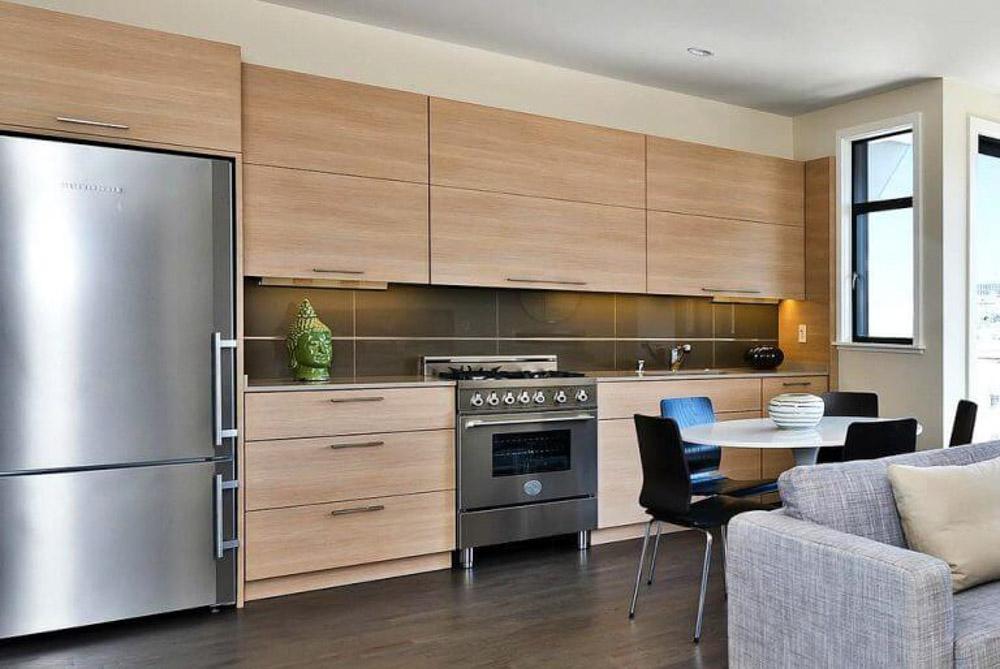 Màu sắc của hệ tủ bếp cũng là yếu tố bạn nên quan tâm khi thiết kế