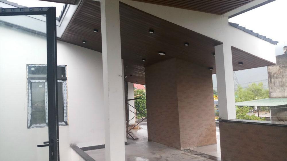 Hiện trạng trần nhà và không gian mở ở tầng 2.